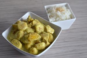Curry de poulet, banane et mangue