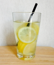 Detox Water : De l'eau, des fruits...